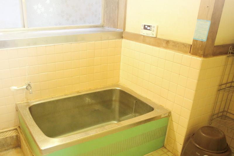 昔懐かしい佇まいの内風呂の写真