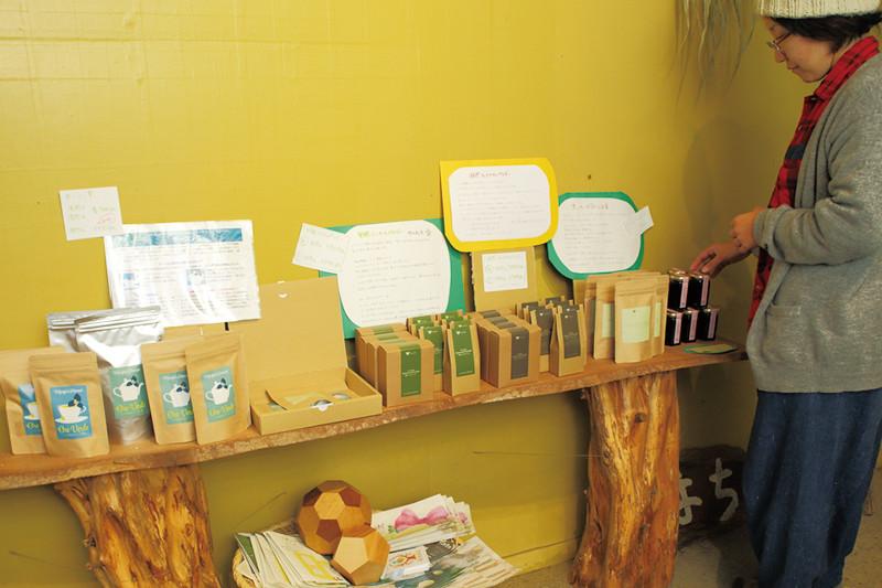 マリポの店内に並ぶオリジナル商品の写真1