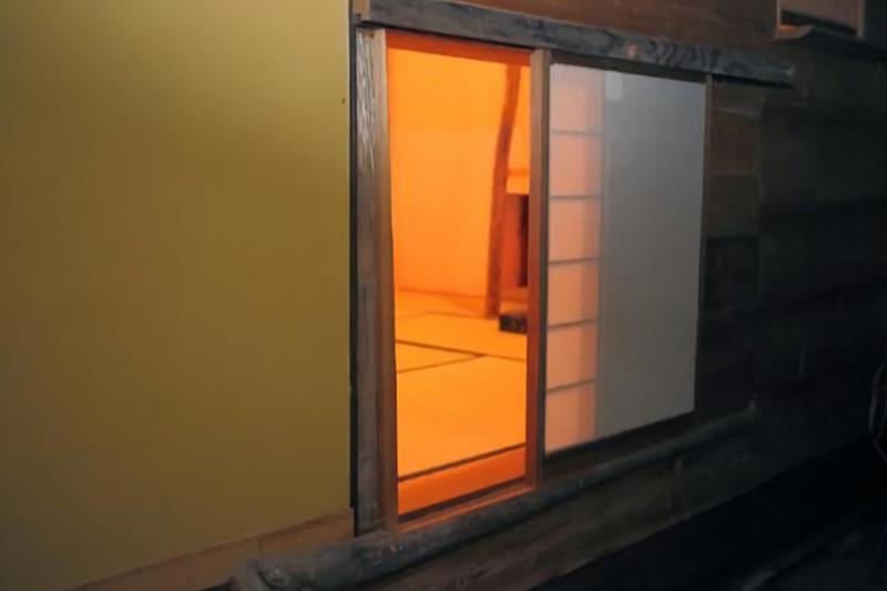 茶室の躙り口の写真